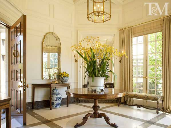 24 reasons why every foyer needs a table the enchanted home for Elegant foyer decor