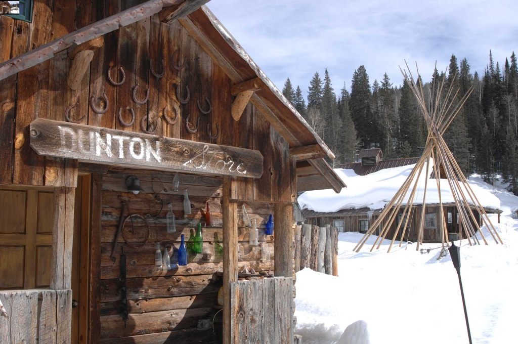 jr-dunton-store-front-winter