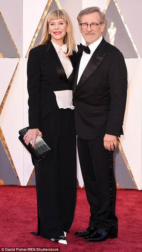 31AA84C400000578-3468602-Matchy_matchy_Steven_Spielberg_s_wife_actress_Kate_Capshaw_looke-a-77_1456749763459
