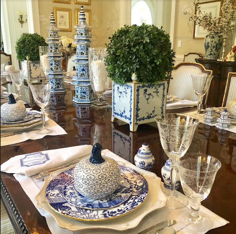 Setting a blue and white fall table!