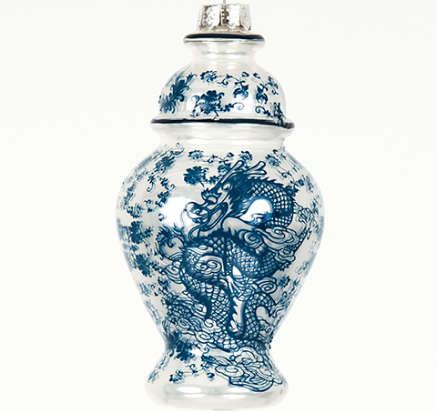Wonderful ginger jar with dragon ornament